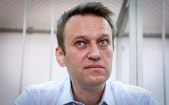 Прокуратура потребовала приговорить Навального к 10 годам колонии