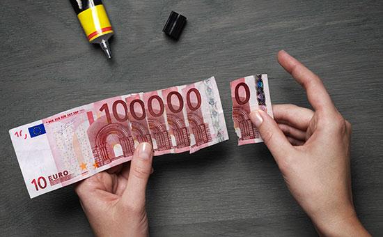 Курс евро впервые поднялся выше 54 руб