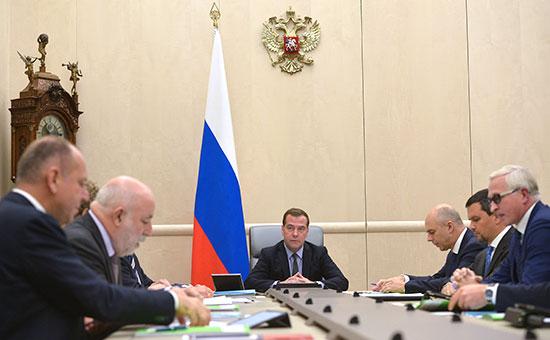 Премьер-министр РФ Дмитрий Медведев (в центре) Фото: ИТАР-ТАСС