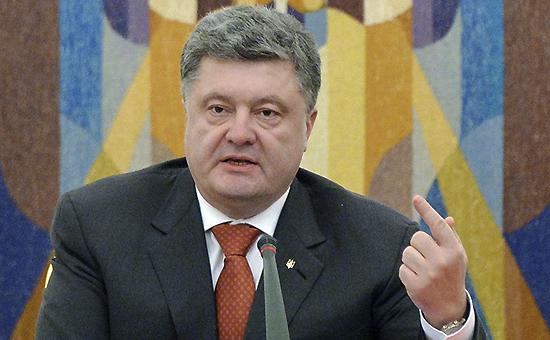 Порошенко поручил прекратить работу госучреждений в Донбассе