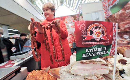 Белоруссия заявила о договоренности с РФ продавать продукты за валюту
