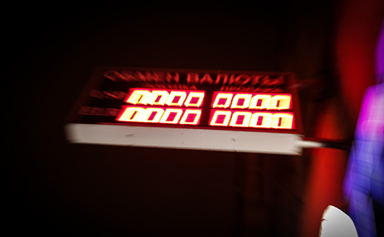 Биржевой курс евро превысил 100 руб