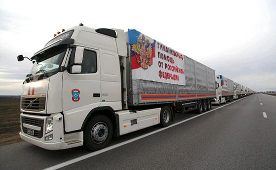 Колонна с гуманитарным грузом из России пересекла границу с Украиной