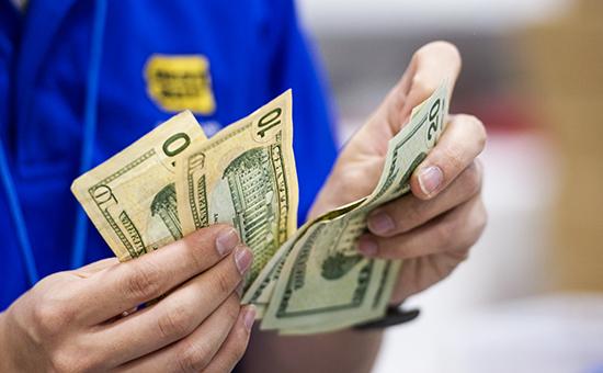 Доллар поднялся выше 53 руб